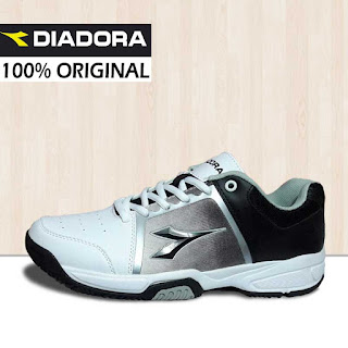 Sepatu Badminton Diadora