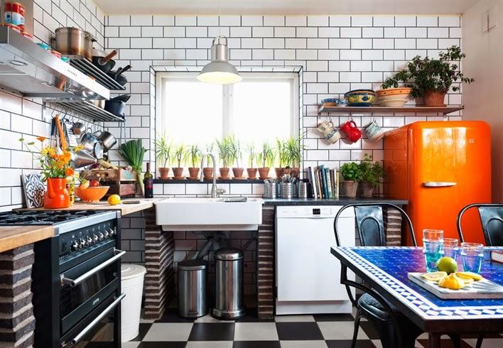 Cocinas una industrial una m s retro y otra algo m s for Cocinas cocinas y algo mas
