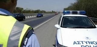 Καταγγελία σοκ! Γυναίκα οδηγός ζήτησε βοήθεια από αστυνομικούς και εκείνοι την σακάτεψαν στο ξύλο μπρος στο εγγόνι της!