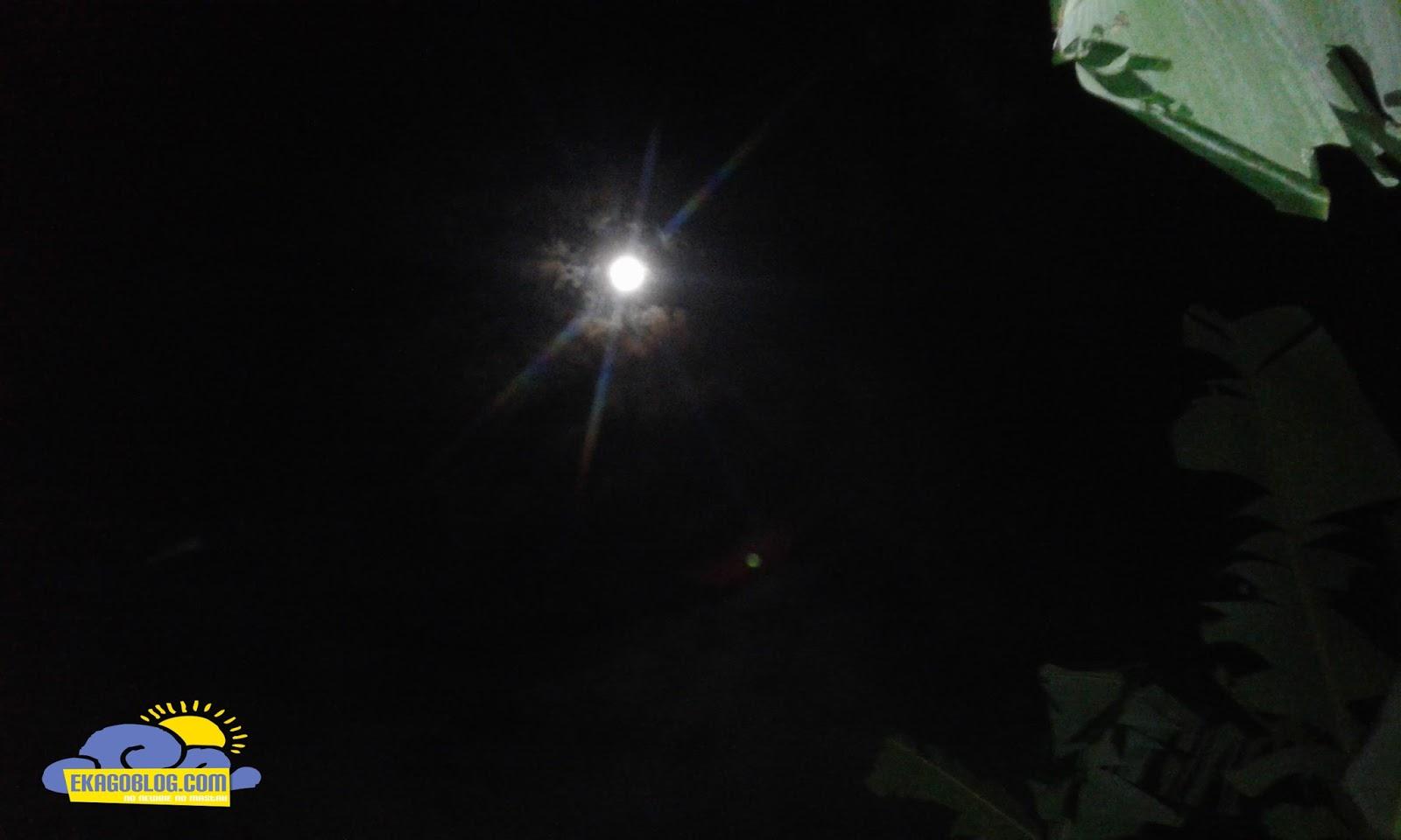 Menikmati Indahnya Bulan Di Malam Yang Cerah-ekagoblog.com