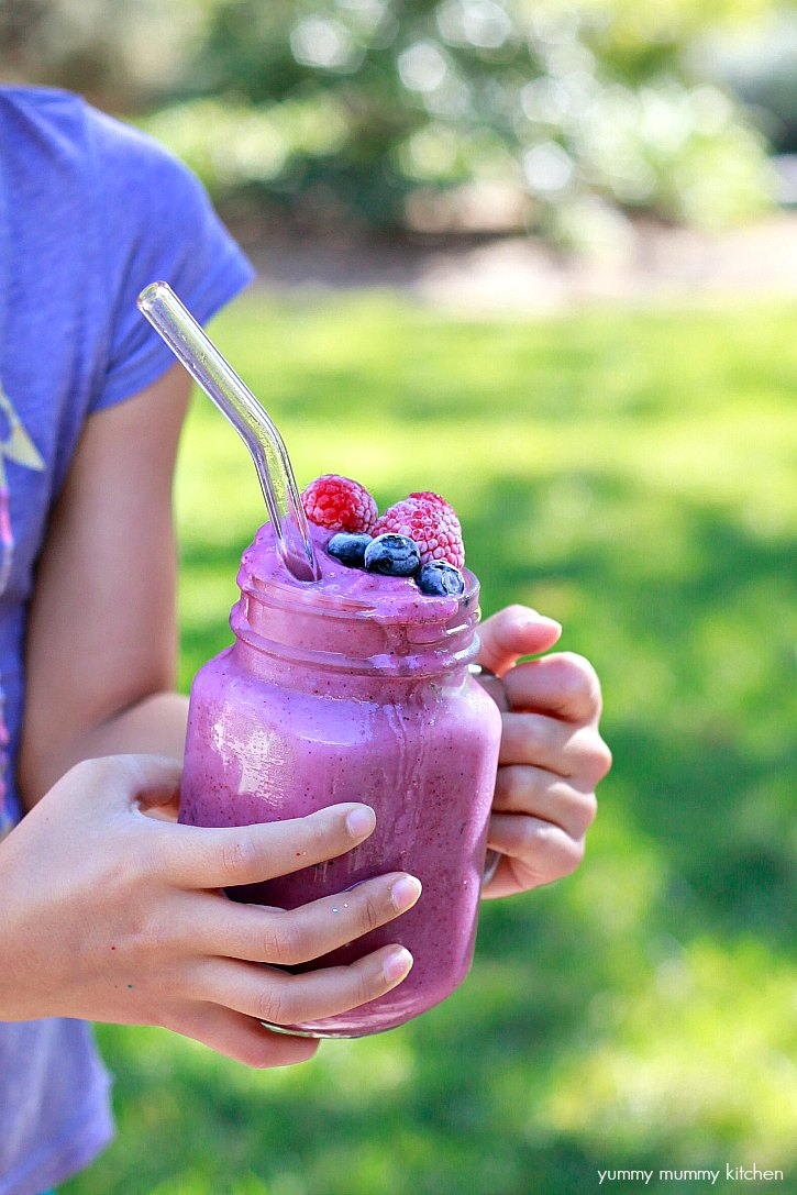 This blueberry cauliflower smoothie recipe is an easy way to get kids to eat more veggies.