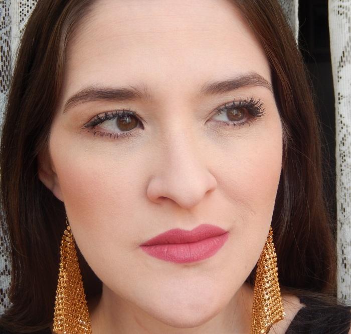 maquiagem com base true color matte avon