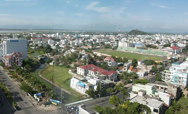 Dịch vụ cho thuê xe hợp đồng và du lịch tại Phú Yên - Trung tâm TP. Tuy Hòa tại Ngã Tư Hùng Vương và Nguyễn Huệ.