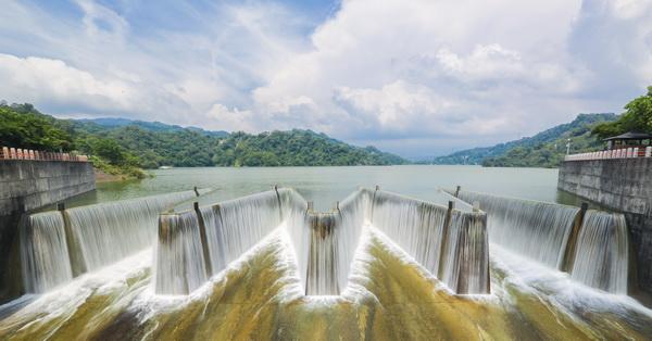 《苗栗.卓蘭》鯉魚潭水庫-全台首座鋸齒狀自然溢流堰-溢洪氣勢磅礡,免費參觀