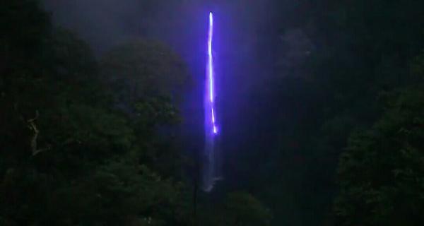 Lampu air terjun pelangi atau Curug cimahi