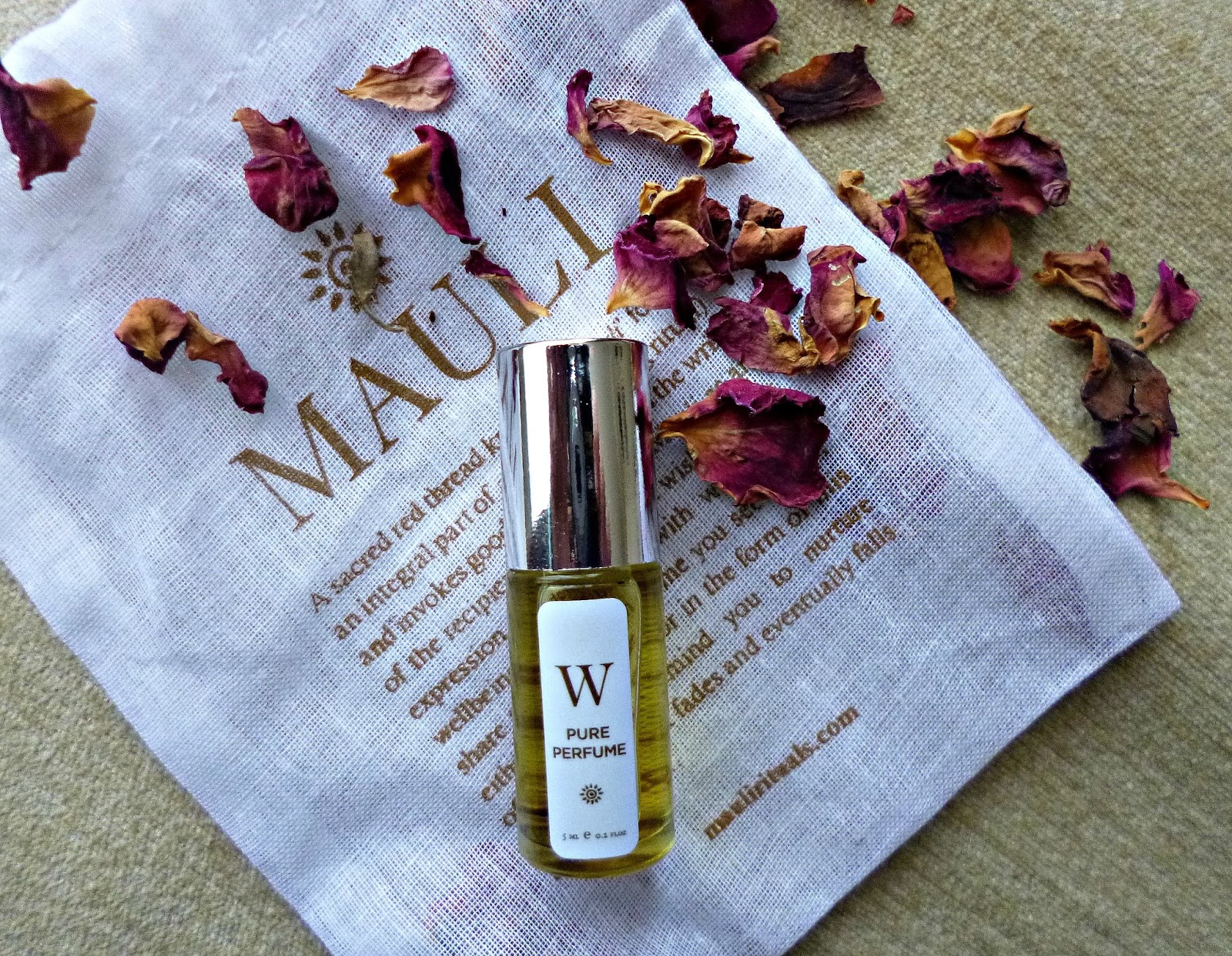 Exotic beauty: Mauli Rituals W  Pure perfume oil - Ana Green