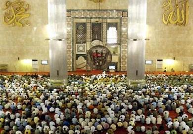 Bolehkah Ada Dua Shalat Berjamaah Bersamaan dalam Satu Masjid