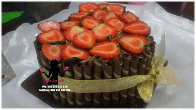 Kue Tart Black Forest hias strawberry