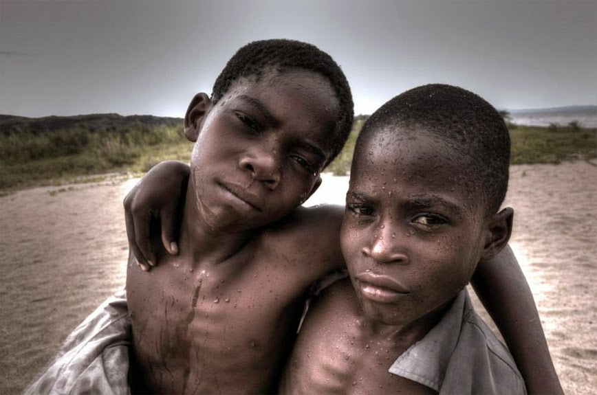 24.  Beach Mates - Chitimba, Malawi - 27 Amazing Travel Photos That Will Infect You With The Travel Bug