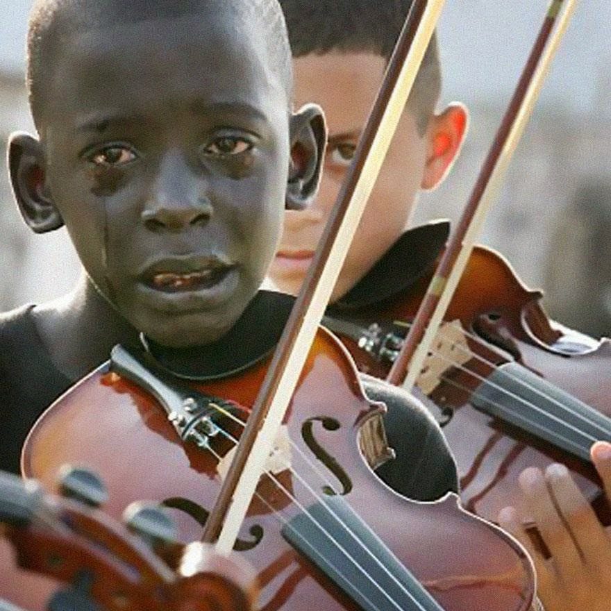 30 of the most powerful images ever - Diego Frazão Torquato, 12 year old Brazilian playing the violin at his teacher's funeral. The teacher had helped him escape poverty and violence through music