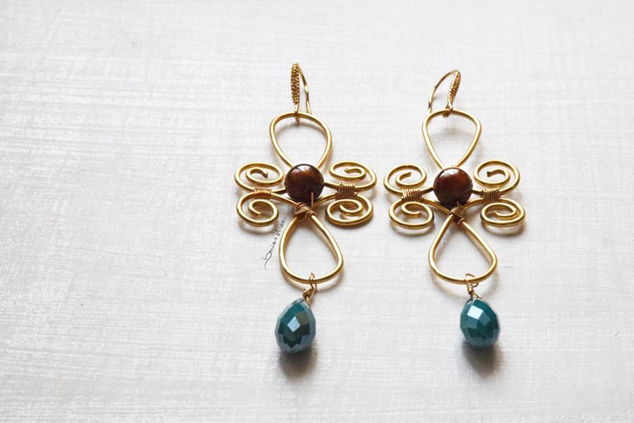 orecchino fiore di filo dorato