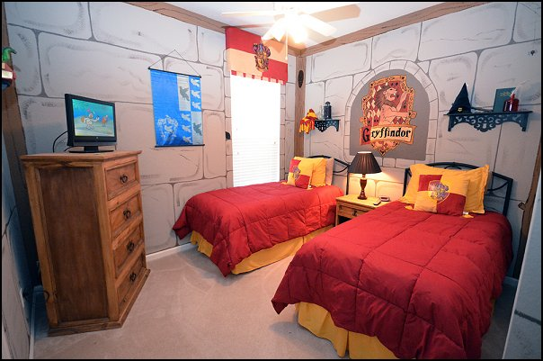 harry potter themed bedroom turn your room into the hogwarts dormitory of your dreams 15531