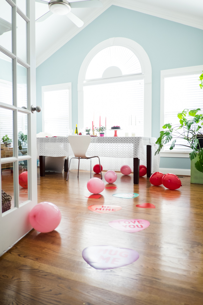 Decorate with Balloons for a Romantic Dinner at Home-design addict mom