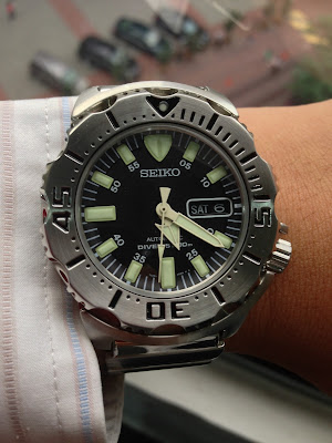 http://easternwatch.blogspot.com/2014/02/seiko-skx779k1-200m-black-monster-must.html