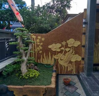 Taman minimalis dengan ornamen relief 3D