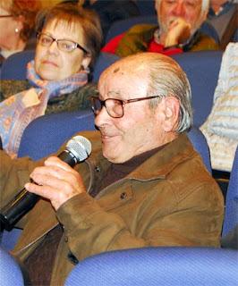 Esguard de Dona - Mateu Colet i Güixens, artesà boter, va fer una demostració de com construir una portadora durant la primera edició de la Festa de la Verema i el Most de Sant Jaume dels Domenys, celebrada l'any 2000