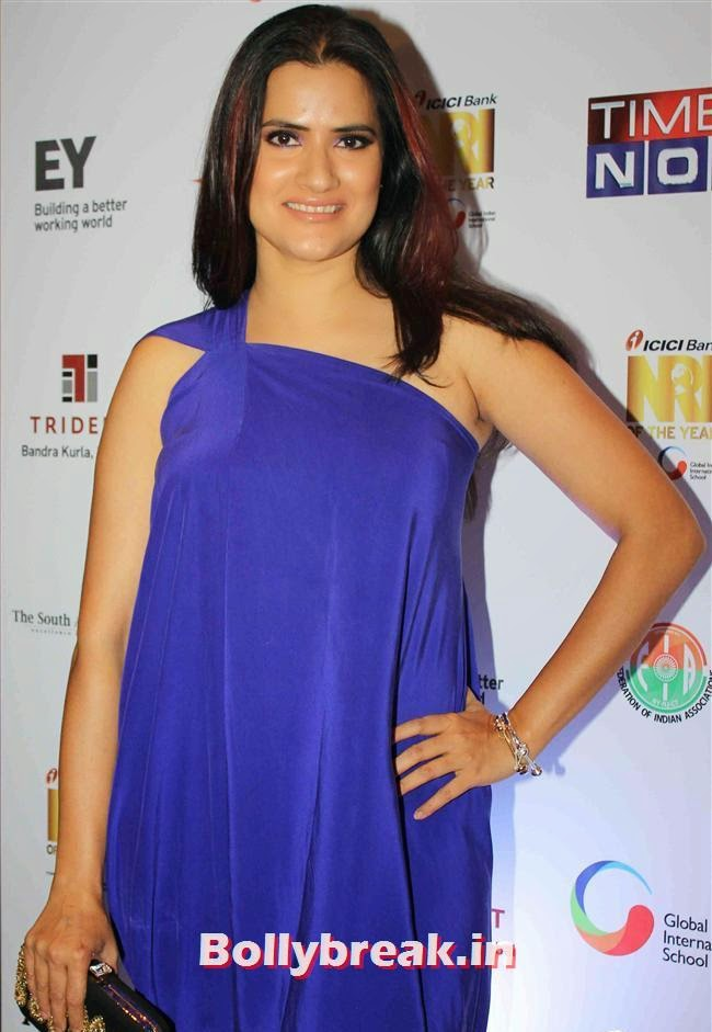 Shona Mahapatra, Monali Thakur, Pooja Bedi, Amitabh  NRI of The Year Awards 2014