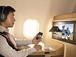 Mendengarkan Musik Di Pesawat Terbang