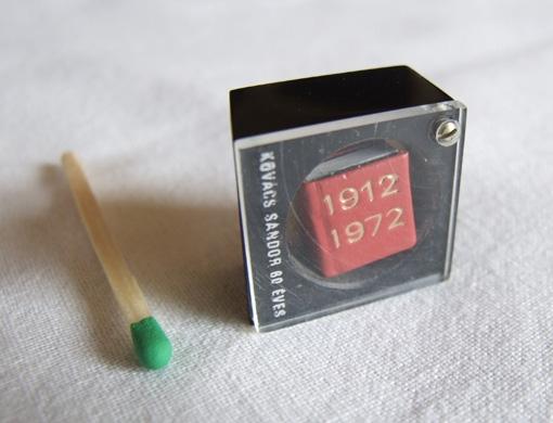 08-Jozsef-Tari-Private-Collection-of-5200-Miniature-Books-www-designstack-co