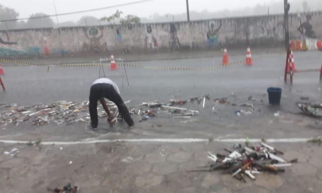 Chuva arrasta armas que seriam destruídas em cerimônia no Recife