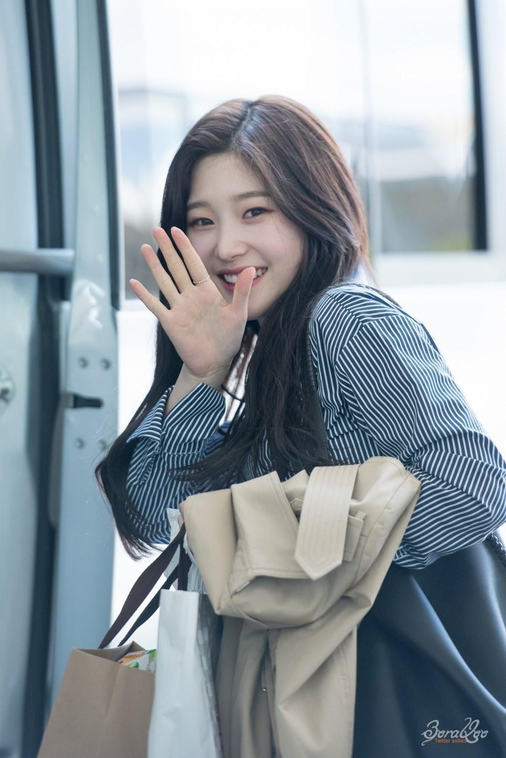 Korean Idol Chaeyeon (I.O.I) beauty smile