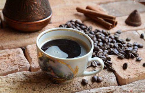 Вчені з'ясували, скільки чашок кави в день допоможе продовжити життя