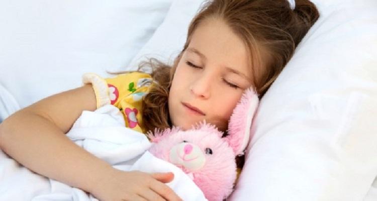 تحذير : لماذا لا يجب ترك البنات تنام فى نفس السرير