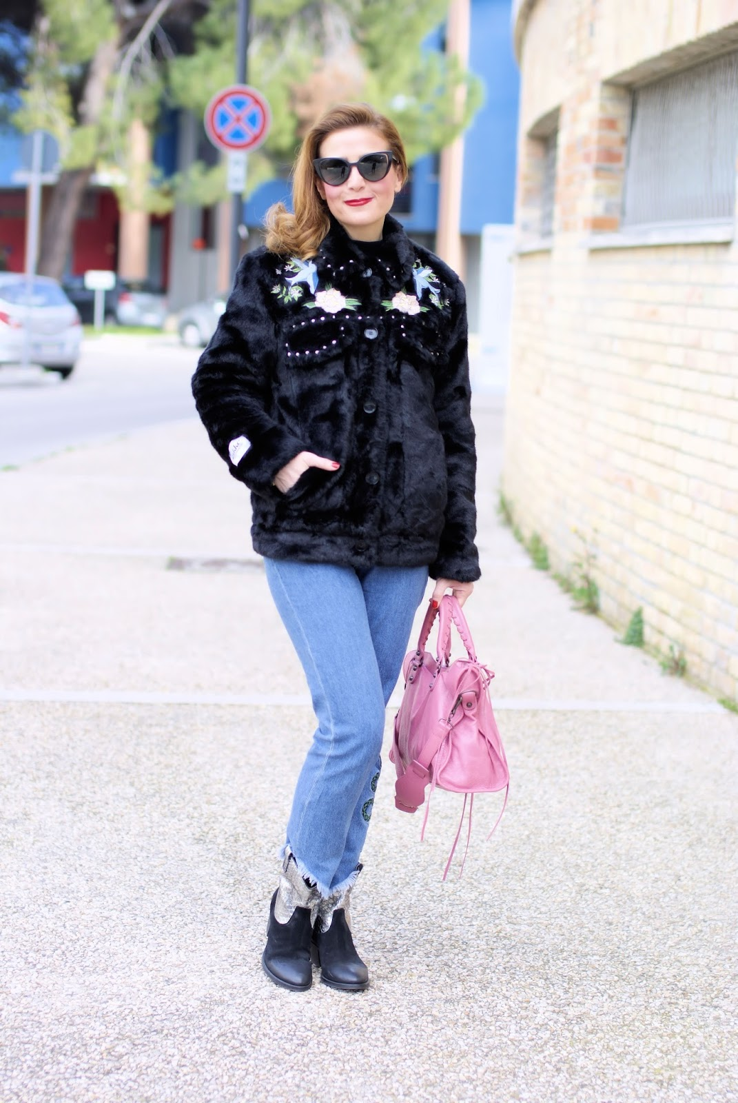 Country Western fashion trend with a Jakke faux fur jacket on Fashion and Cookies fashion blog, fashion blogger style