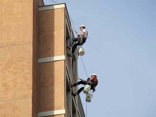 Acrobatic System at work, piazza Matteotti high-rise, Livorno