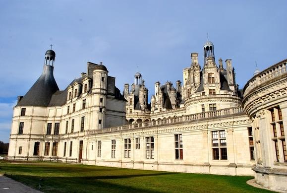 Château_de_Chambord,_Loire_Valley_-_FRANCE