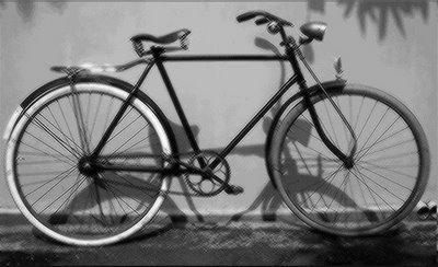 sepeda onthel di jaman dulu adalah alat transportasi umun pada waktu itu