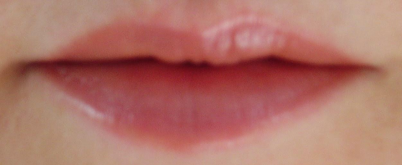 modeling-honey-hydrating-lipstick.jpeg