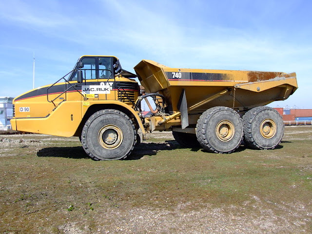 Gambar Dump Truck Caterpillar Cat 740