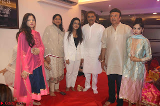 Sachin Tendulkar with his wife at Mata ka Jagrata hosted by Anu Malik 41.JPG