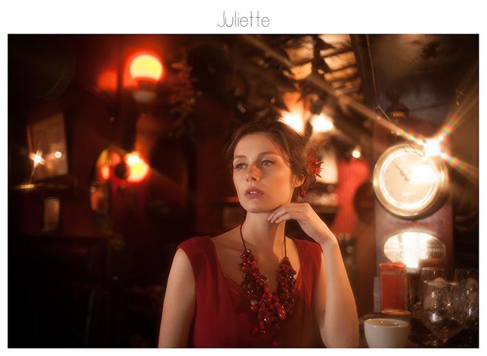 http://viviennemok.blogspot.com/2015/11/juliette-paris.html