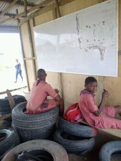See Learning Condition Of A Classroom Causing Waves Over The Media (Photos)