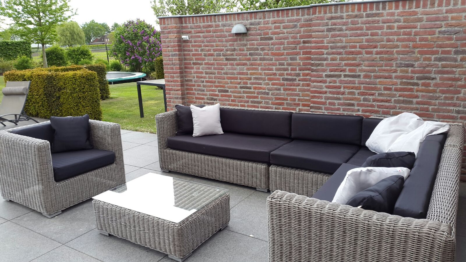 Arbrini design tuinmeubelen mei 2016 - Zwarte bank lounge ...