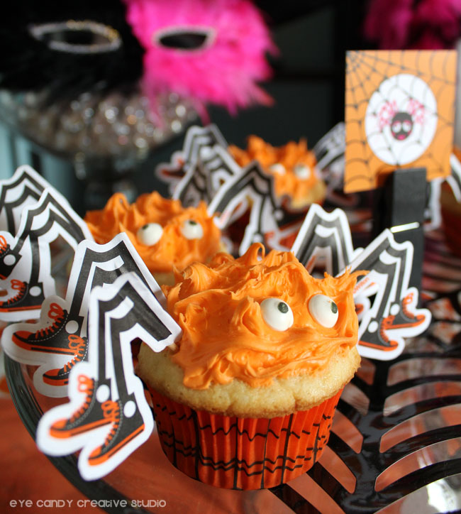 spider cupcakes, halloween cupcakes, halloween party desserts