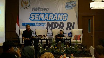 Bapak Bambang Sadono menutup sesi terakhir tentang pentingnya etika bermedia sosial. (Dok:pri)