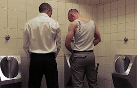 Встретиться с геем в туалете