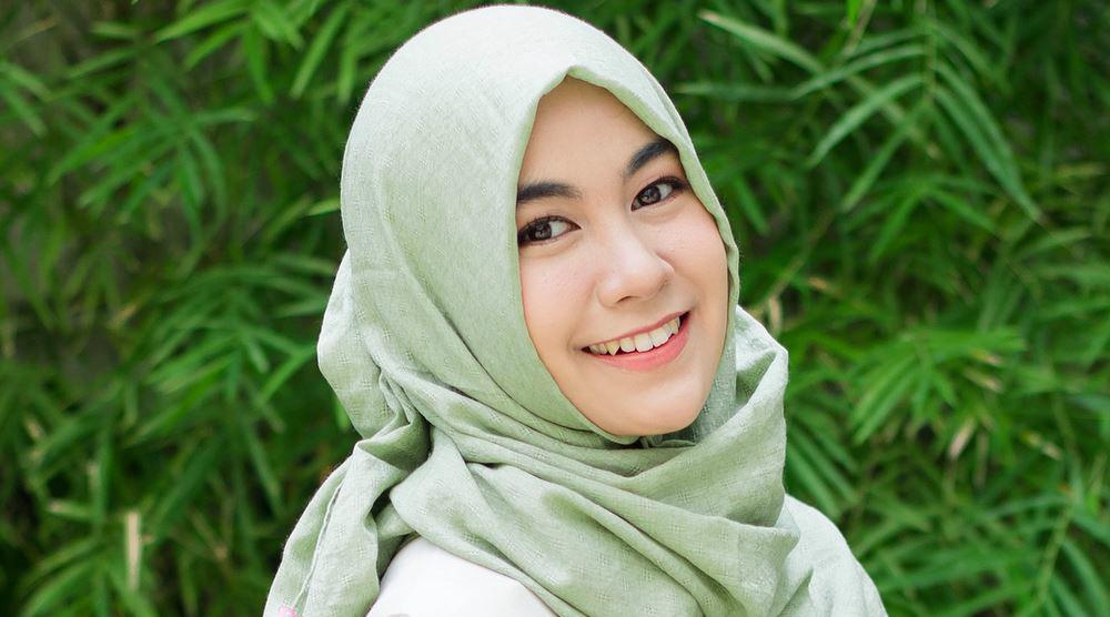 senyum manis Anisa Rahma cantik dan manis ginsul