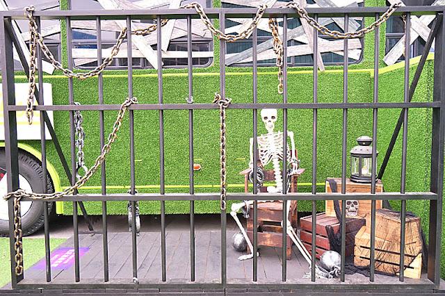 DSC05983 - 勤美綠園道恐怖巴士來襲│吸血鬼的棺材、骷髏人監獄與胯下往後看的俏皮鬼