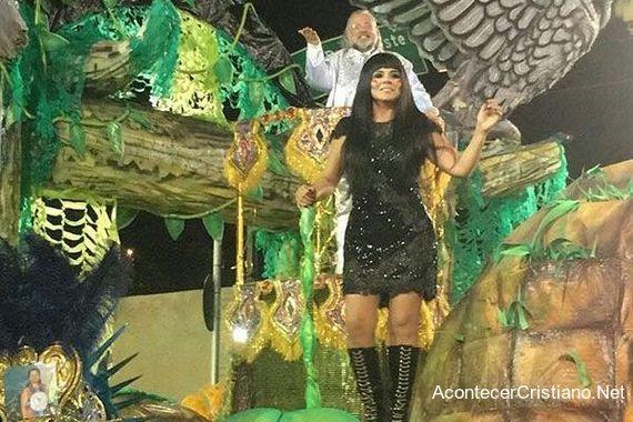 Mujer cristiana participa en Carnaval