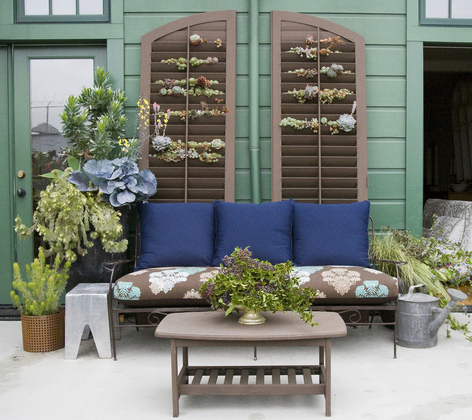 Now Here Is Some Drama On The Patio How Cool This There Are Succulents Growing In Slats Tons Of Potential With Idea