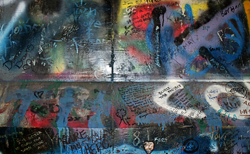 kurt cobain memorial bridge graffiti aberdeen hometown