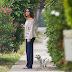 Gina Rodriguez leva seu cão para um passeio pelas ruas de Los Angeles – 31/05/2017 x11