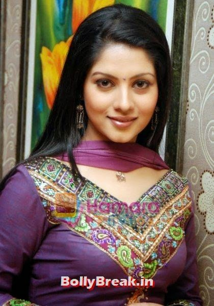 9. Payel Sarkar: Payel Sarkar came to Tollywood with a lot of potentials. But, after a few films, she started to gain weight and became irregular in films. She has a sweet voice and an innocent face. She is posted at the 9th position in this list., Bengali Actresses Hot Photos - Top 10 Bengali Actress