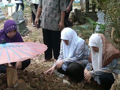Pemakaman Mbah Parsiem 50