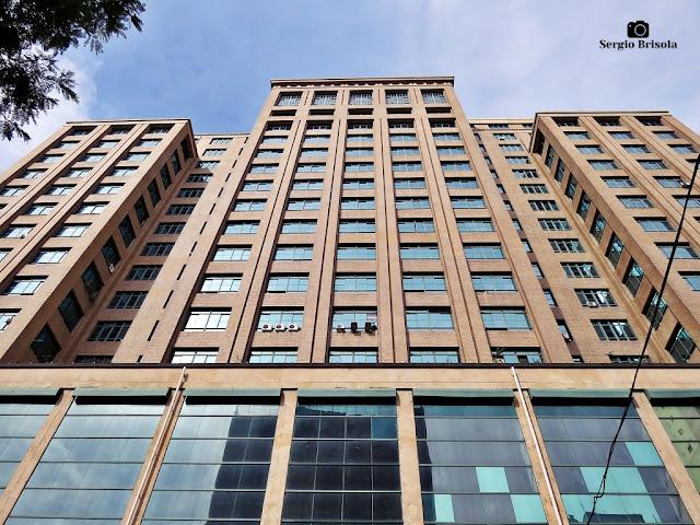 Perspectiva inferior da fachada do Palácio Clóvis Ribeiro - Secretaria da Fazenda - Sé - São Paulo