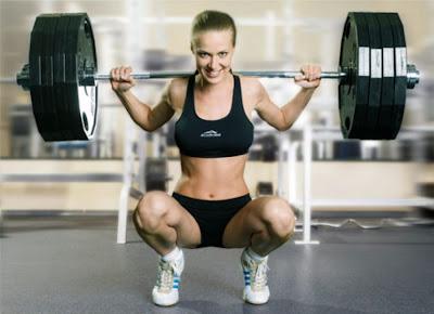 Приємно дивитися на дівчину зі спортивною фігурою